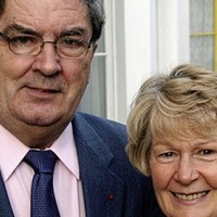 Book of condolence opens for Pat Hume