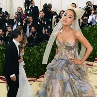 Ariana Grande donates thousands for free mental health counselling
