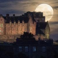 Protesters claim to 'seize Edinburgh Castle' under Article 61 of Magna Carta