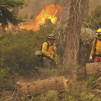 Strong winds push wildfire closer to California resort