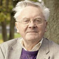 RTÉ broadcasting 'legend' Donncha Ó Dúlaing dies aged 88