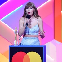 Taylor Swift shifts release date of re-recorded album Red