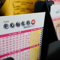 Single ticket wins £514m Powerball jackpot in US