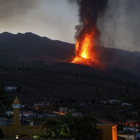 Spanish volcano eruption shuts La Palma airport again