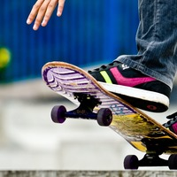 Reporter delivers news live while riding a skateboard